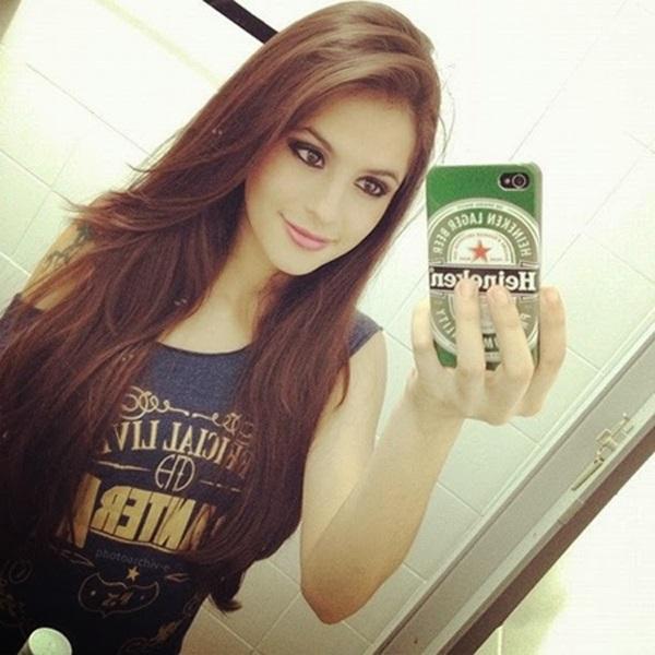 Girl Selfie DP for Facebook