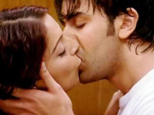 Cute Couple Kissing DP for Girls