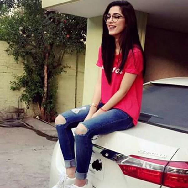 Smiling girl dp