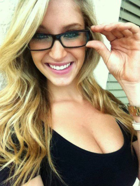 hot girls smiling facebook profile picture