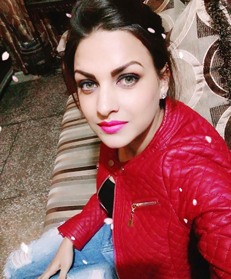himanshi khurana hd wallpaper