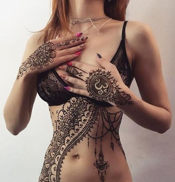 indian girl mehndi pic